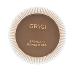 BRONZER – 08 – BEACH BRONZE – BRONZE ΣΚΟΥΡΟ ΜΕ GLITTER ΥΠΟ-ΤΟΝΟΥΣ – DARK TAN WITH GLITTER SHOTS H Bronzing compact powder pro σας δίνει την δυνατότητα να δημιουργήσετε το τέλειο bronzing look για την πόλη. Με βελούδινη υφή για ομοιόμορφο και πολύ φυσικό , χωρίς ατέλειες αποτέλεσμα στο πρόσωπο , σώμα και ντεκολτέ.